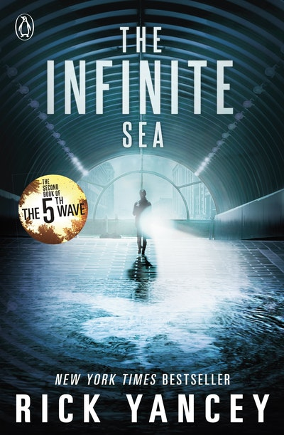 Book Cover: The Infinite Sea: The 5th Wave (Book 2)