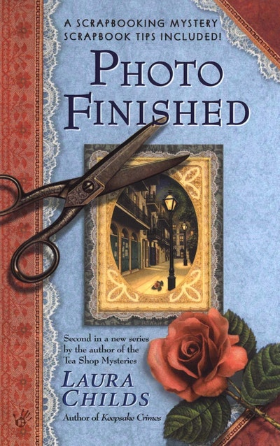 Photo Finished: A Scrapbooking Mystery Book 2