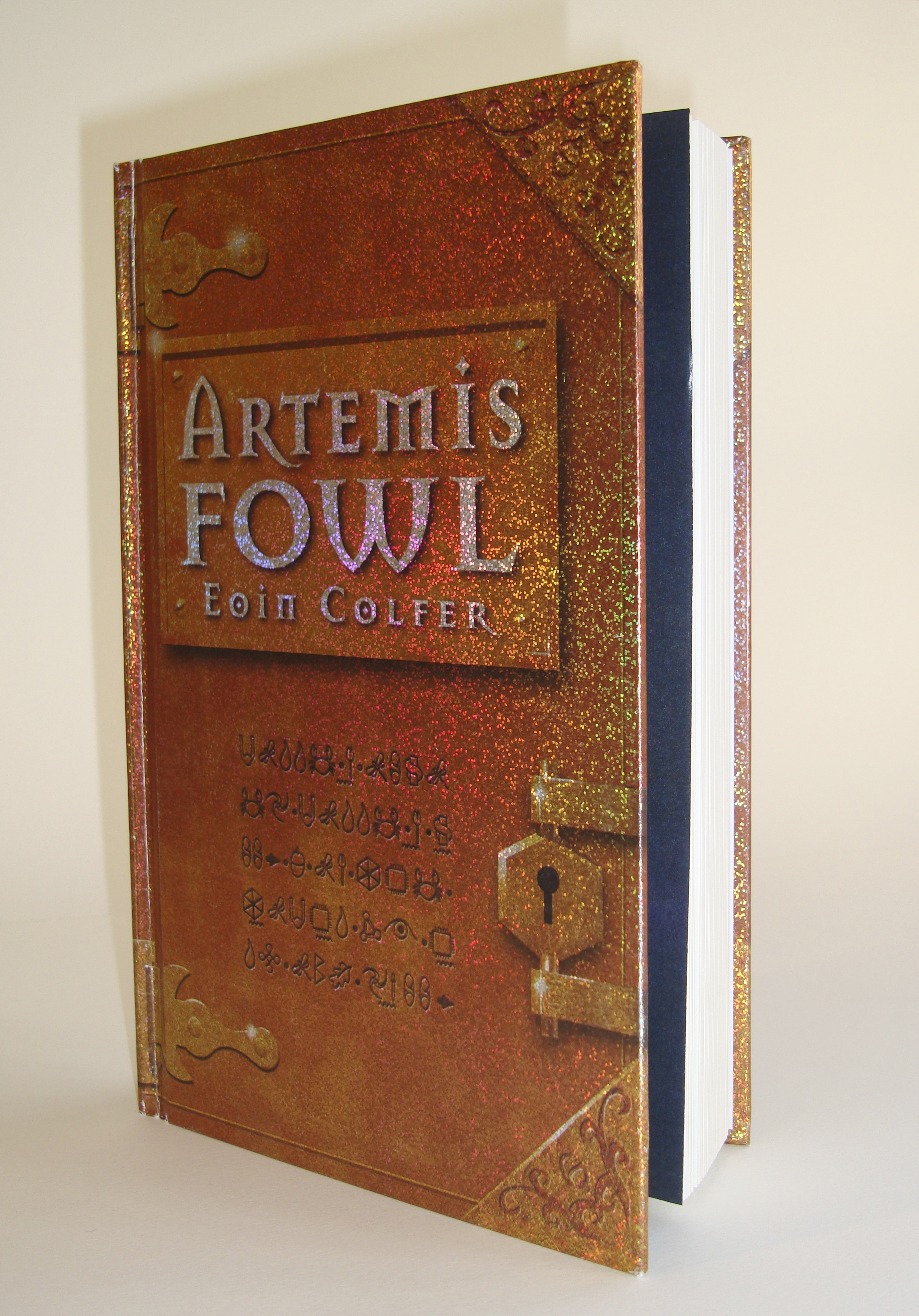 Book Cover:  Artemis Fowl (Puffin Limited Edition)